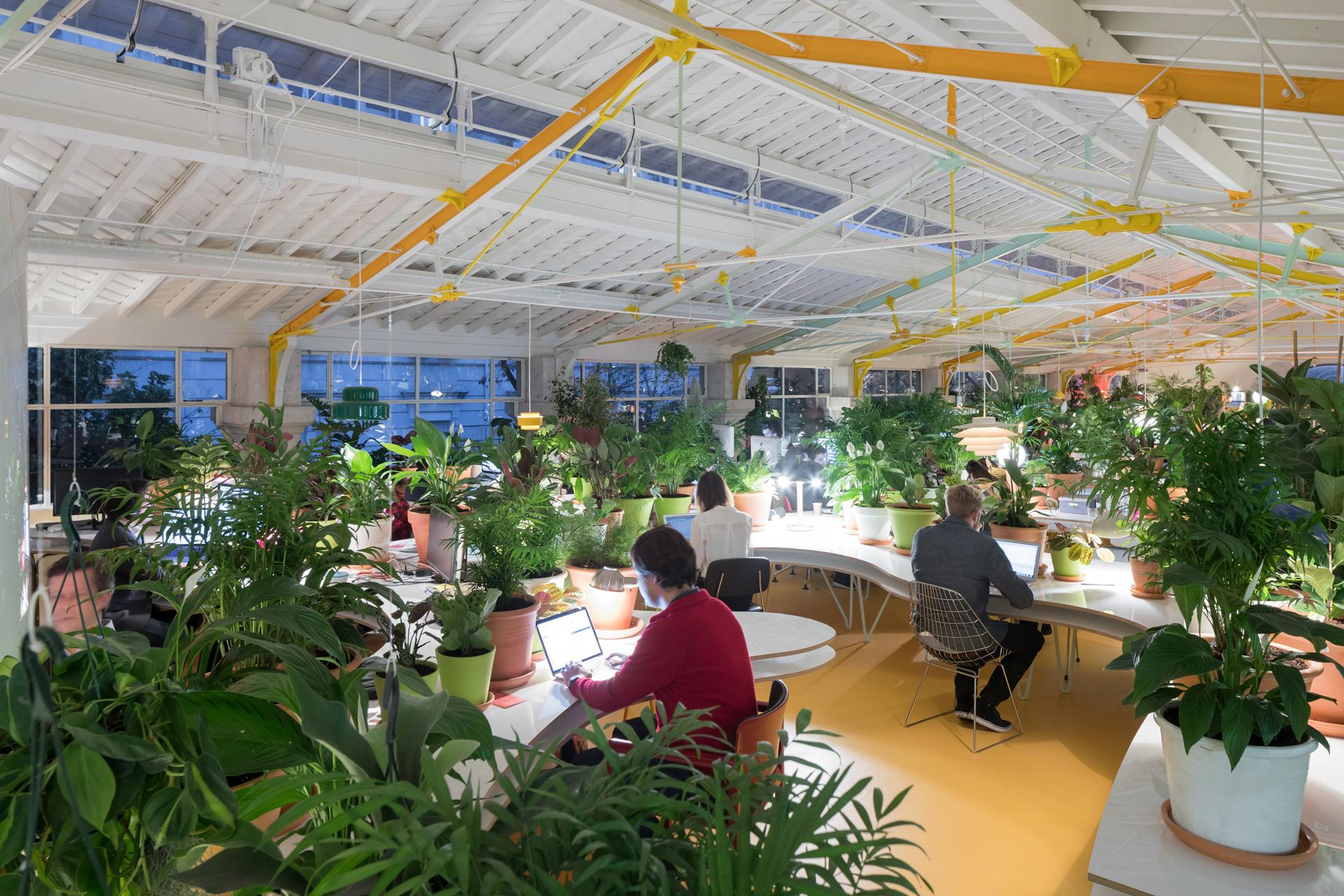 FRAME | Grow green in the vibrant co-working space designed by SelgasCano