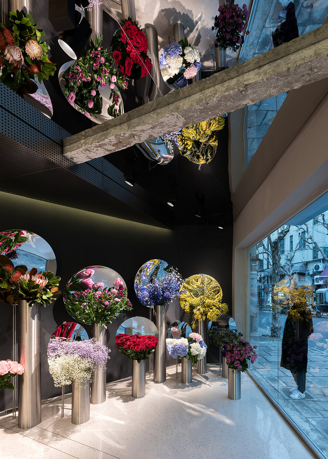 Frame Design Plays A Key Role In The Blooming Business Of Flower Shops