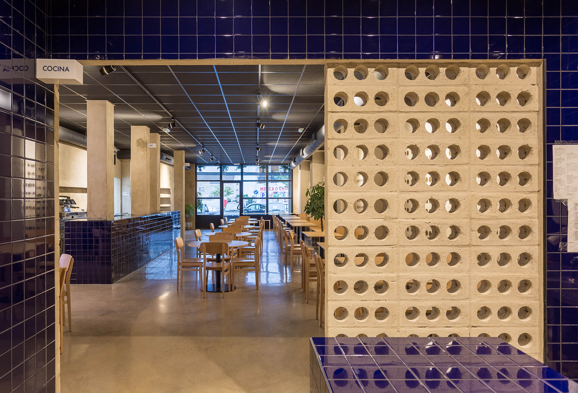 Frame This Chinese Restaurant In Spain Saves Its Big Risk Taking Moment For The Toilets